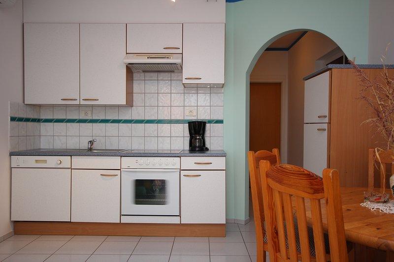 Seget Apartment Sleeps 2 with Air Con and WiFi - 5811424, location de vacances à Petrovija
