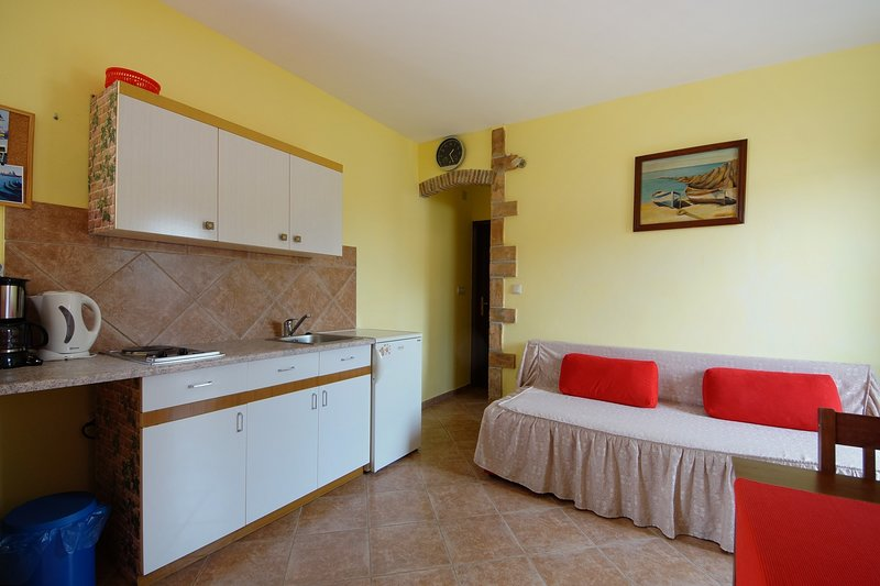 Spadici Apartment Sleeps 2 with Air Con and WiFi - 5811413, holiday rental in Mali Maj