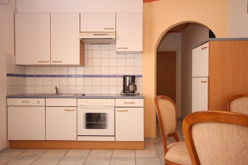 Seget Apartment Sleeps 2 with Air Con and WiFi - 5811433, location de vacances à Petrovija