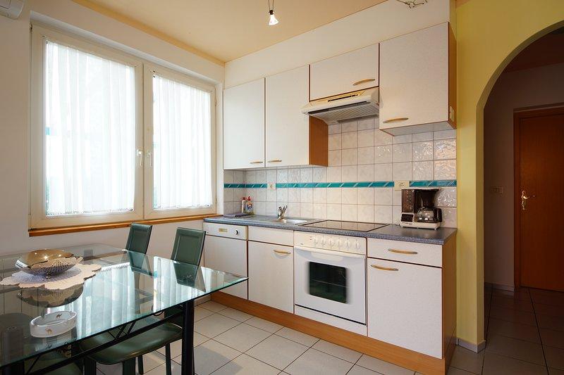 Holiday home 193470 - Holiday apartment 233624, location de vacances à Petrovija