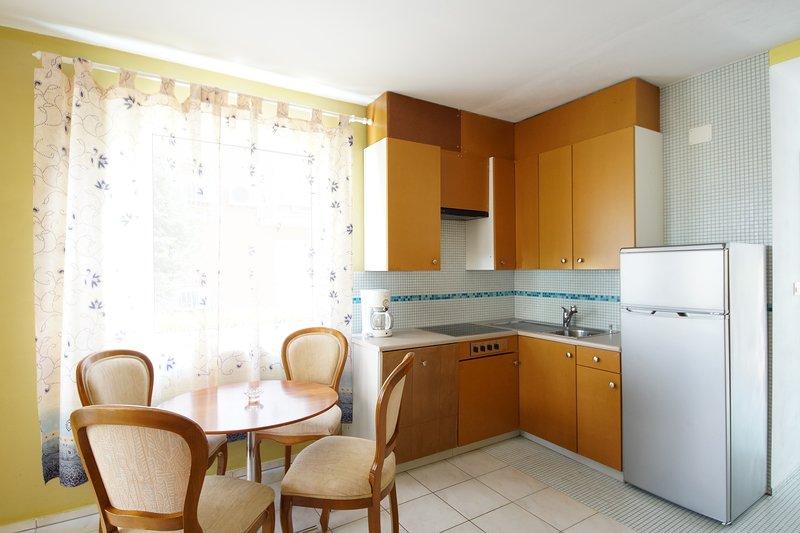 Seget Apartment Sleeps 2 with Air Con and WiFi - 5811437, location de vacances à Petrovija