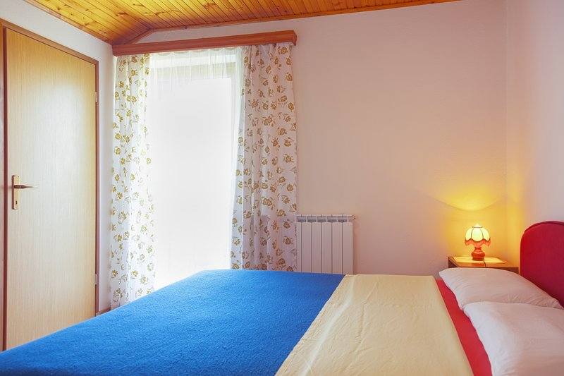 Catrnja Holiday Home Sleeps 2 with Air Con - 5811513, alquiler de vacaciones en Smoljanac