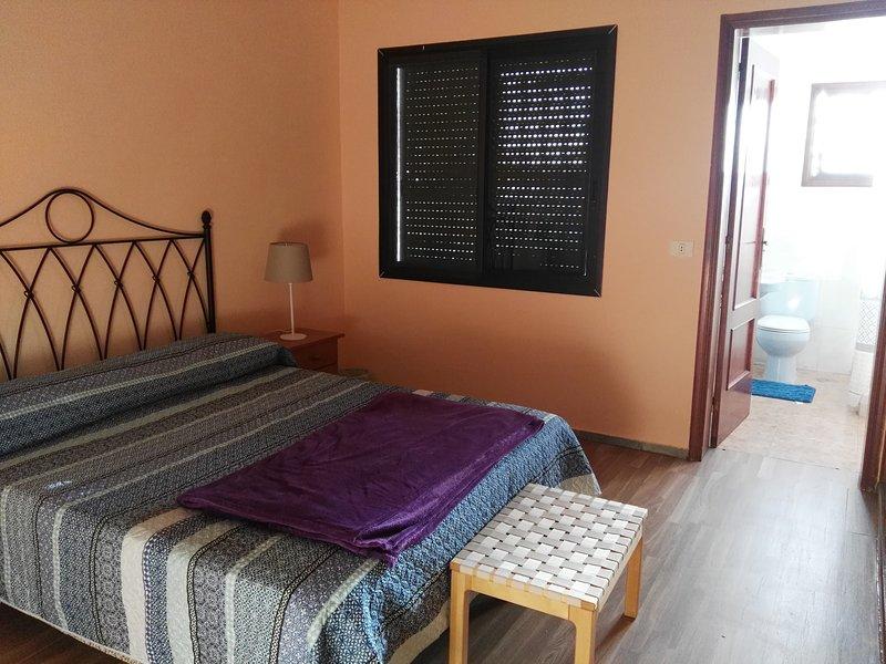 Habitacion con baño privado, vacation rental in Candelaria