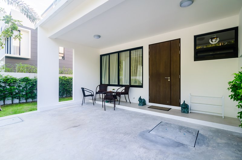Elata townhouse 3 bdr 3 bth, 800m to Bangtao beach, holiday rental in Cherngtalay