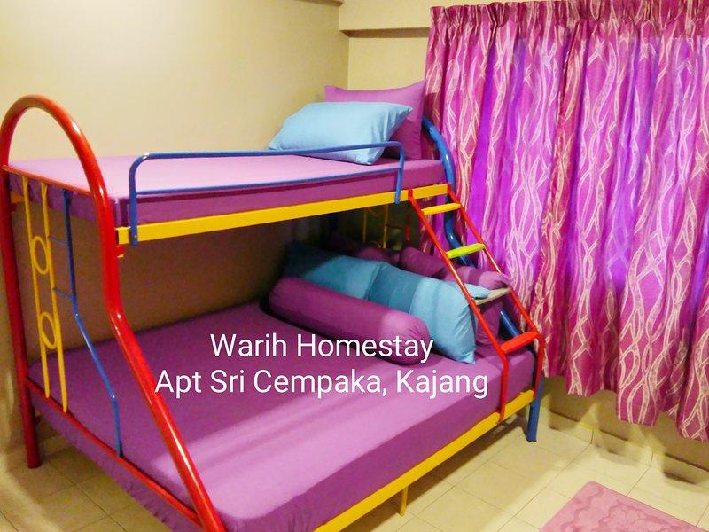 Dormitorio principal duerme para 3 personas.