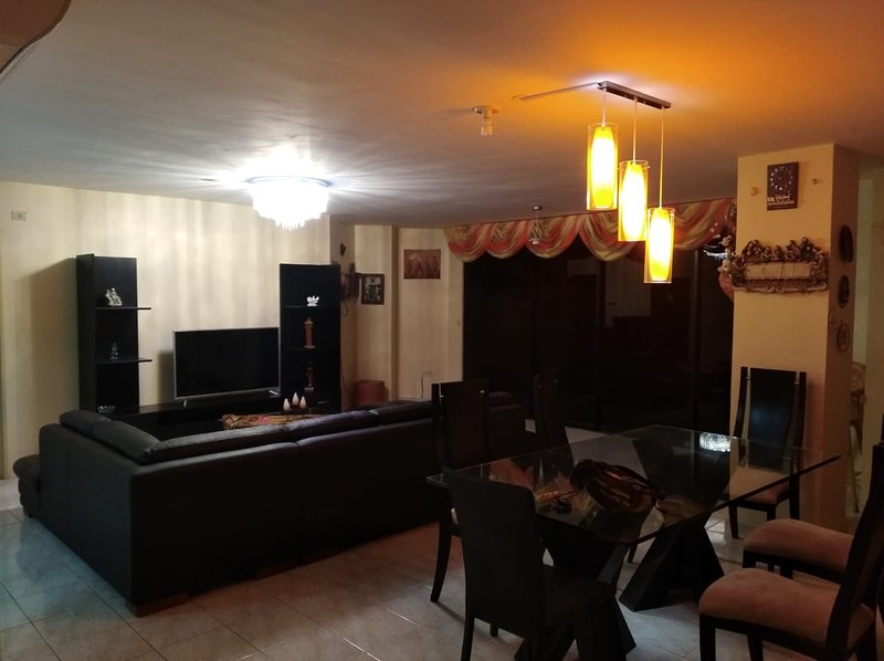 APARTAMENTO FRENTE AL MAR SALINAS, ECUADOR, aluguéis de temporada em Guayaquil