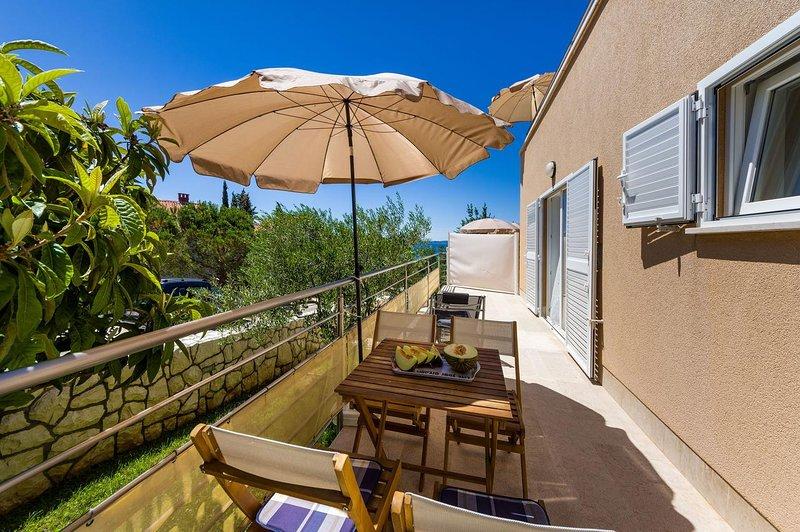 Krmcina Apartment Sleeps 4 with Air Con - 5787946, holiday rental in Sveti Petar na Moru