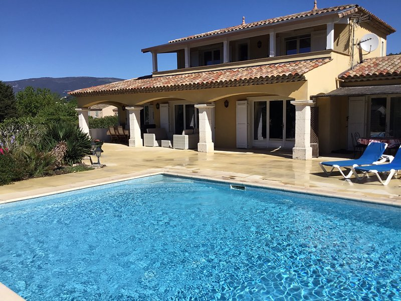 Nice villa with swimming-pool, alquiler de vacaciones en Tourrettes