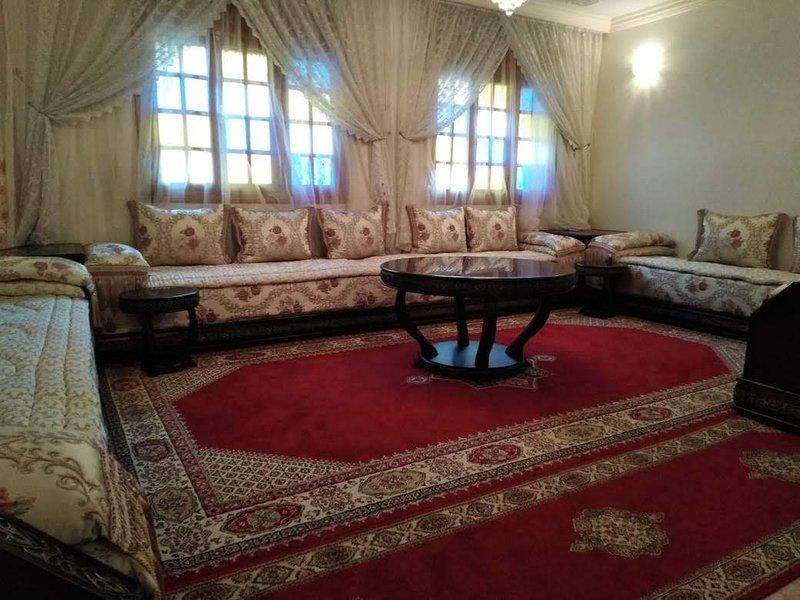 Nice apartment with terrace & Wifi, alquiler de vacaciones en Nouaceur