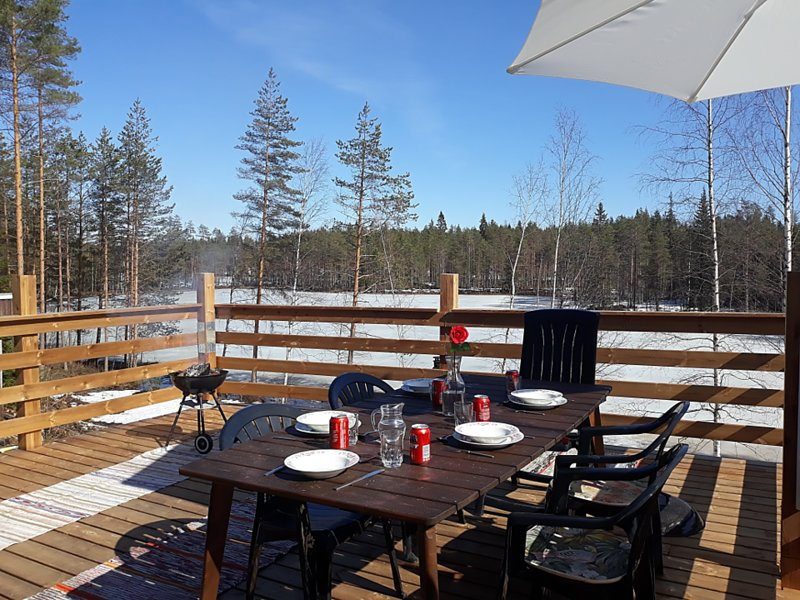 East Finland heartland wilderness hideaway - large area with a private lake, location de vacances à Puumala