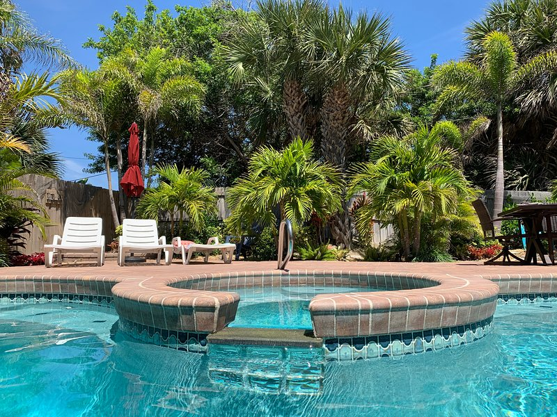 Stunning Oceanview Beach House with Private Heated Pool & Spa, Steps to Beach, alquiler vacacional en Cocoa Beach