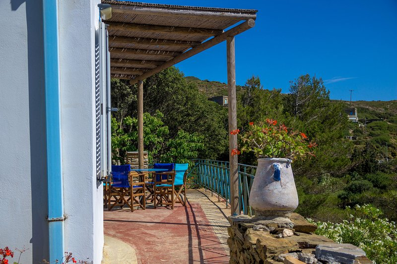 Andros- House Meravilgiosa, holiday rental in Andros