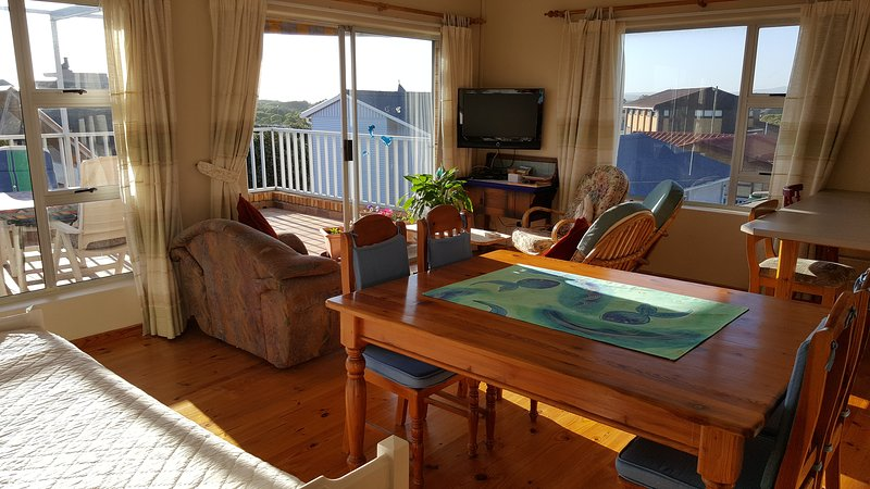 Breakaway Self Catering Apartment, holiday rental in Grotto Bay