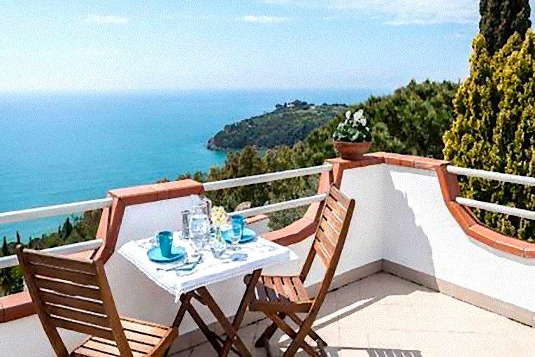 Charming sea view Cottage terrace, aluguéis de temporada em Gaeta