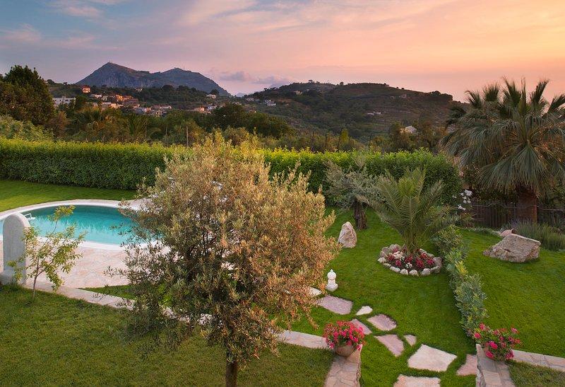 Arenaccia Villa Sleeps 12 with Pool and Air Con - 5785030, aluguéis de temporada em Metrano