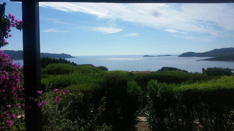 villetta con vista incantevole di tavolara.molara,mare, vacation rental in San Teodoro