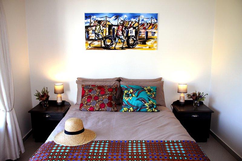 Slaapkamer 1 met Queensize bed (153x190cm)