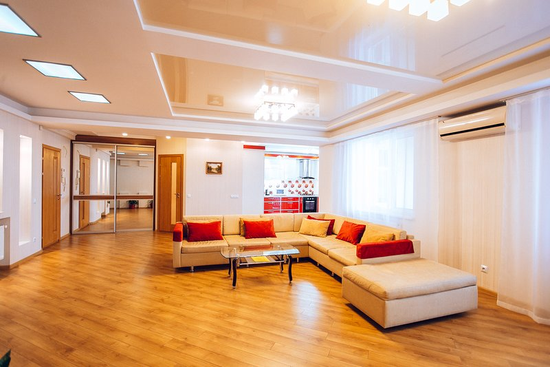 Modern and spacious apartment with 2 bedrooms and livingroom on Lev Tolstoi 24/1, holiday rental in Ialoveni District