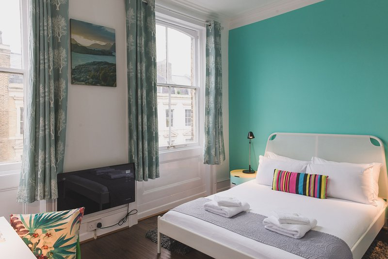 Self-contained studio in the heart of Shoreditch, holiday rental in Stratford City