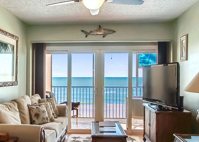 Villa Madeira 404 Gorgeous Gulf Views/Many updates/Walk to John's Pass!, location de vacances à Madeira Beach