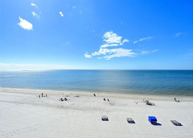 Villa Madeira 410 Corner condo/Amazing Beach View/Large balcony!, location de vacances à Madeira Beach