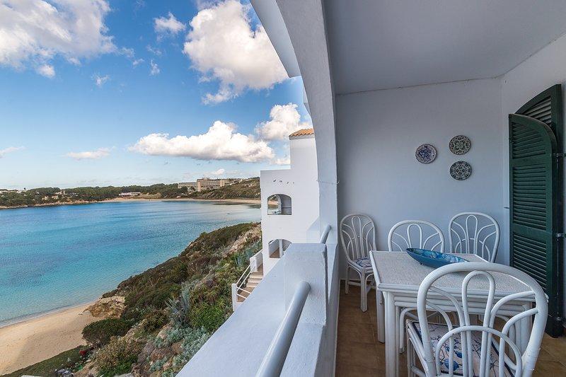 WHITE SANDS, 3.07, holiday rental in Cala d'Alcaufar
