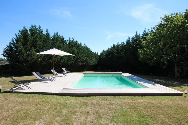 Pauillac Chateau Sleeps 10 with Pool - 5786863, casa vacanza a Pauillac