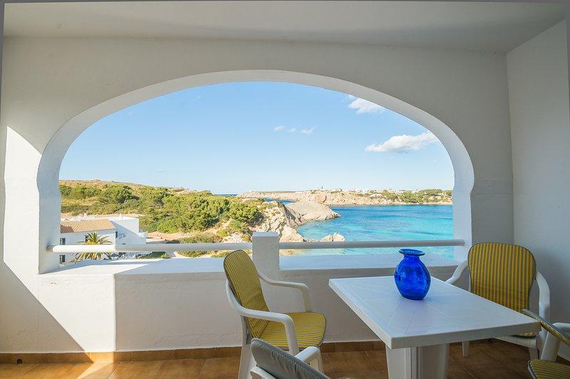 WHITE SANDS, 3.08, holiday rental in Cala d'Alcaufar