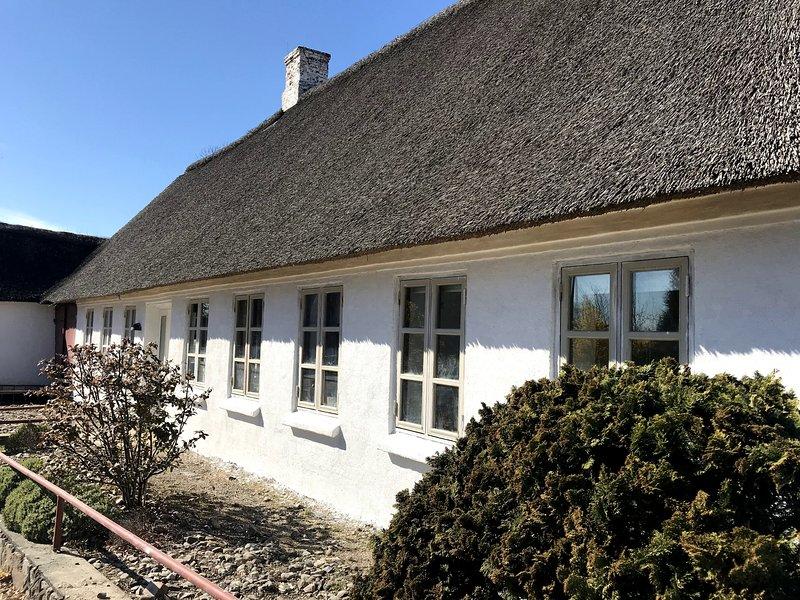 Neu renoviertes Ferienhaus in Strandnähe, holiday rental in Aabenraa
