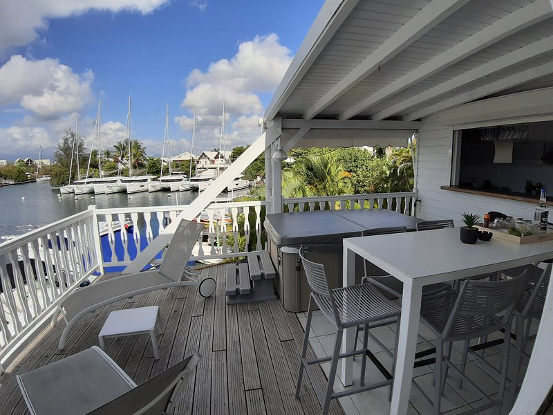 Appartement 3 chambres climatisées, Marina + Jacuzzi + Vue mer, casa vacanza a Pointe-à-Pitre