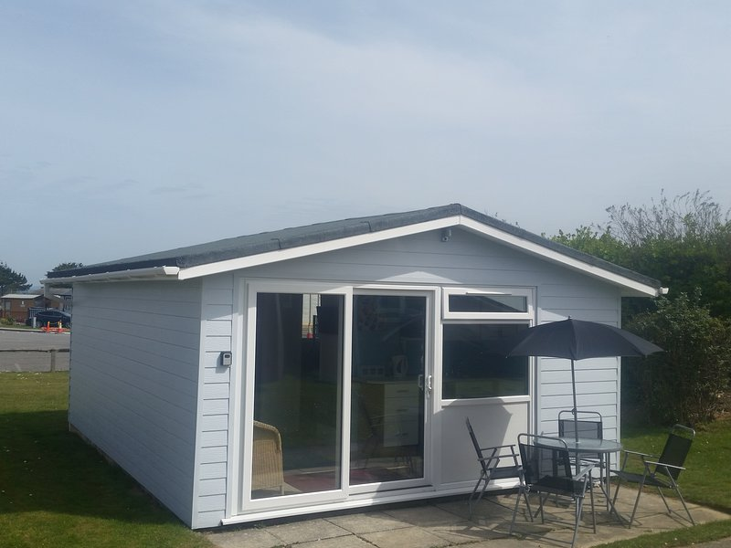 THE BEACH HOUSE Chalet 162 Atlantic Bays, holiday rental in Padstow