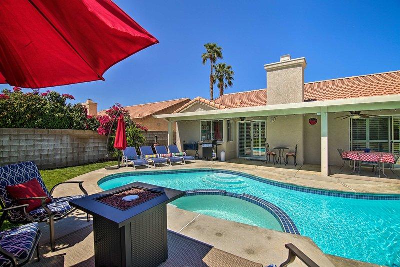 ¡Una escapada de ensueño de California lo espera en este alquiler de vacaciones privado en Palm Desert!