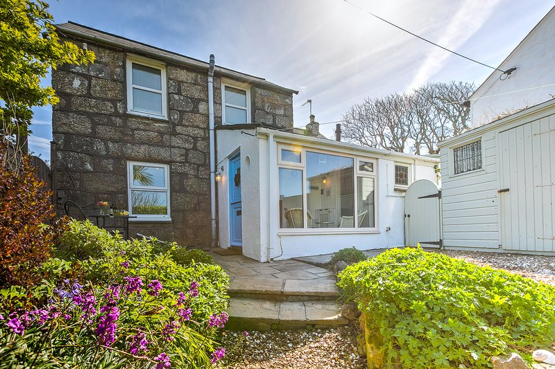 Whistler's Rest, Halsetown - Sleeps 4 with Parking and views of the Moors, holiday rental in Nancledra