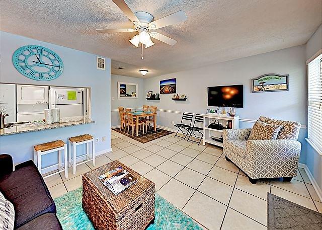 Seabreeze Condo: Pool, BBQ Area & Outdoor Shower, Steps to Beach!, casa vacanza a Costa del Golfo