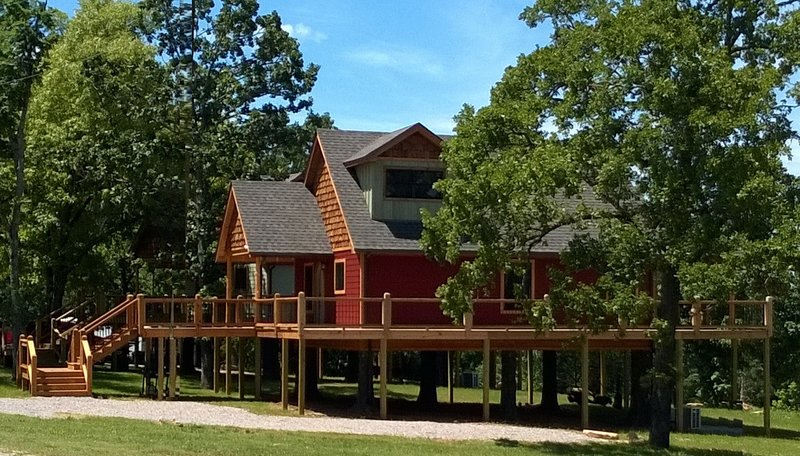 Vacation Rental Treehouse on Bull Shoals Lake, holiday rental in Theodosia
