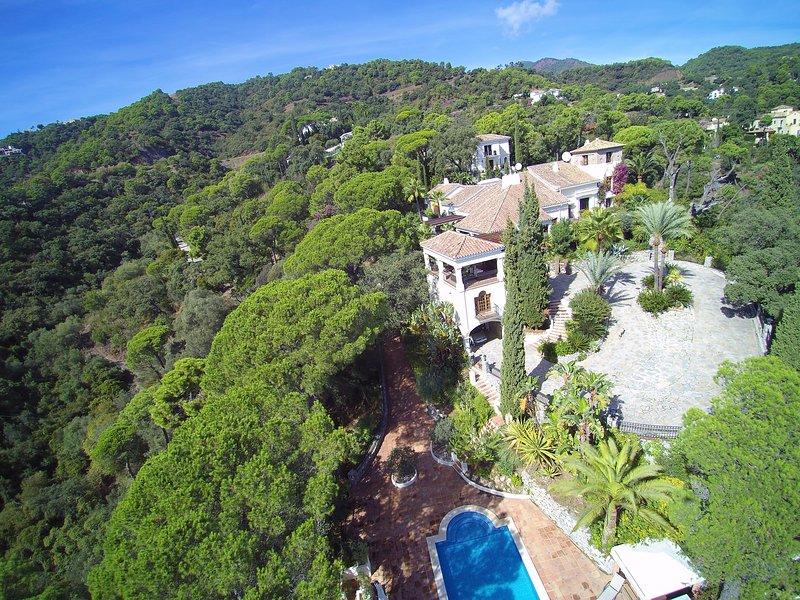Villa Candela, 10 Bed Estate ,Partys,weddings, Events, celebrations onsite staff, holiday rental in Marbella