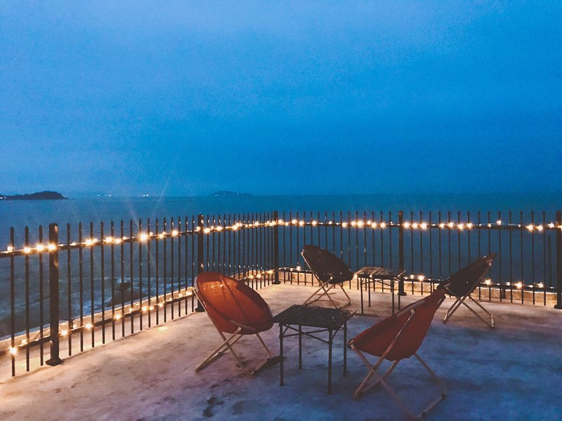 Seaside guest house with sea-view-terrace and cafe bar, alquiler vacacional en Shandong