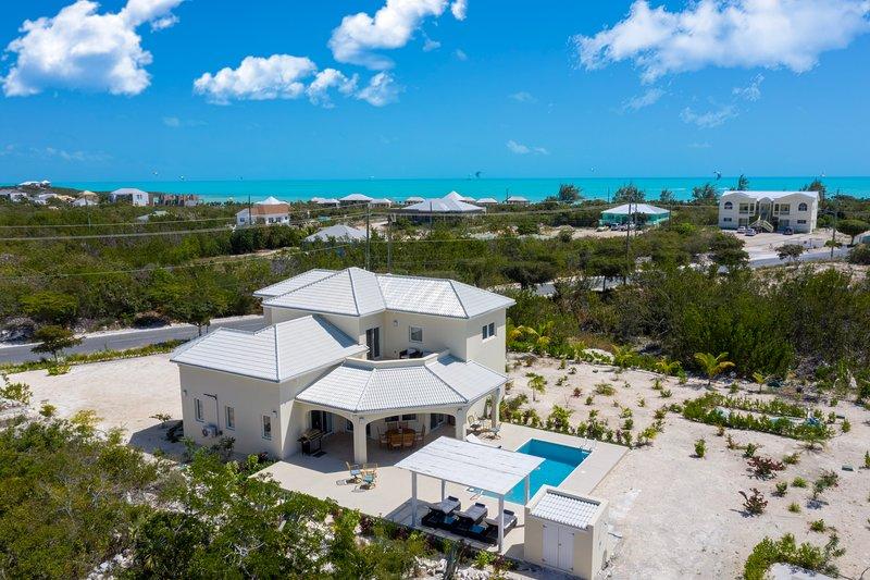 The Sapphire Villa - 3 - Bedroom Luxury Villa , Long Bay Beach , private pool, holiday rental in Long Bay Beach