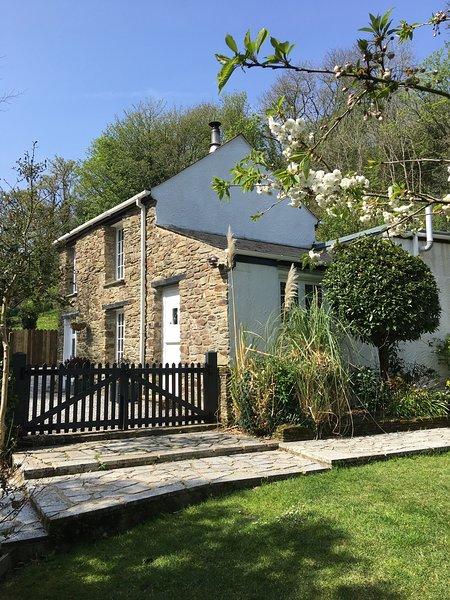 Bill's Barn, Romantic Cottage Nr Perranporth, Sleeps 2, Dog friendly, Log fire, Ferienwohnung in Perranporth