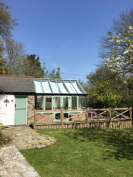 The Studio, Perranporth. Cute cottage, perfect for couples and a dog, Ferienwohnung in Perranporth