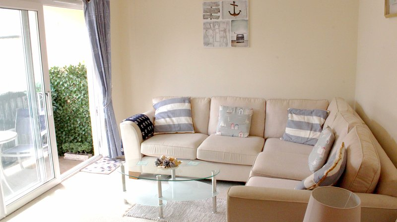 Shells - Double bed apartment just off Sidmouth seafront with parking permit, holiday rental in Sidford