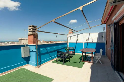 Lucyhouse house with sea view connected to the airport, location de vacances à Fiumicino