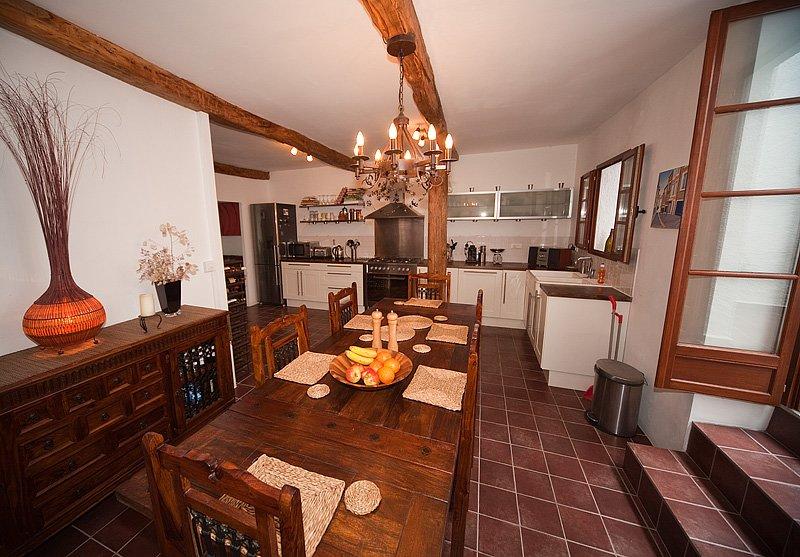 Cucina / Sala da pranzo; con patio adiacente.