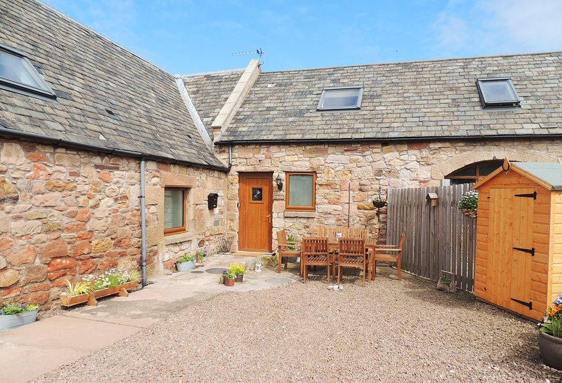 Tack Room Superb cottage with sea views,wonderful walks & beaches Dog friendly, holiday rental in Borders