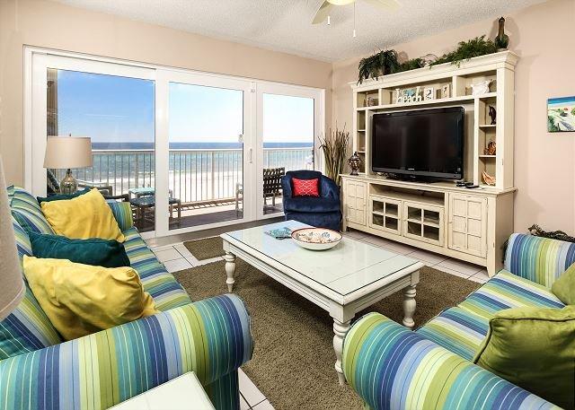 Cette unité de 3 chambres vous envahit avec de belles couleurs beachy