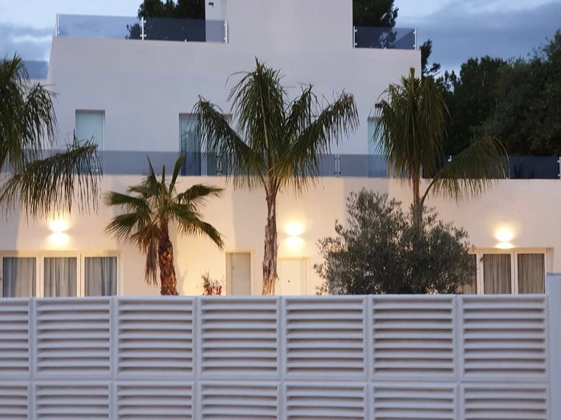 Amazing villa by the sea, holiday rental in Benalmadena