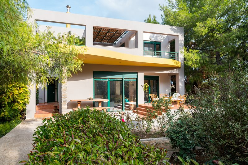 Summer Villa, A Refreshing Escape, holiday rental in Schinias