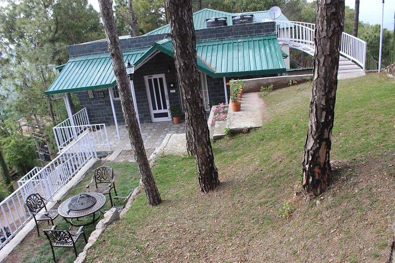 The Pine Crest East Ménage| Picturesque hideaway, Kasauli, Himachal Pradesh, vacation rental in Solan District