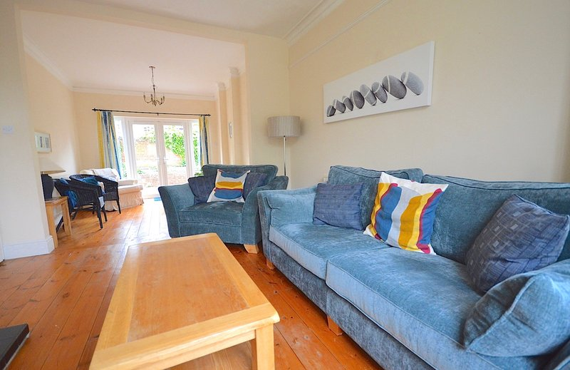 Sunny and spacious Victorian Villa, central and quiet location., vakantiewoning in Cowes