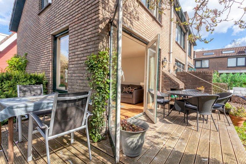 Vinkeveen Lake house (no3) sleeps 4, great views, holiday rental in Baambrugge